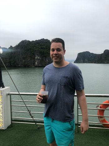Op het cruise schip door Halong Bay