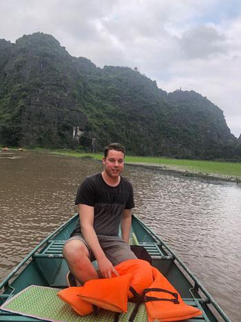 Bootje varen in Ninh Binh